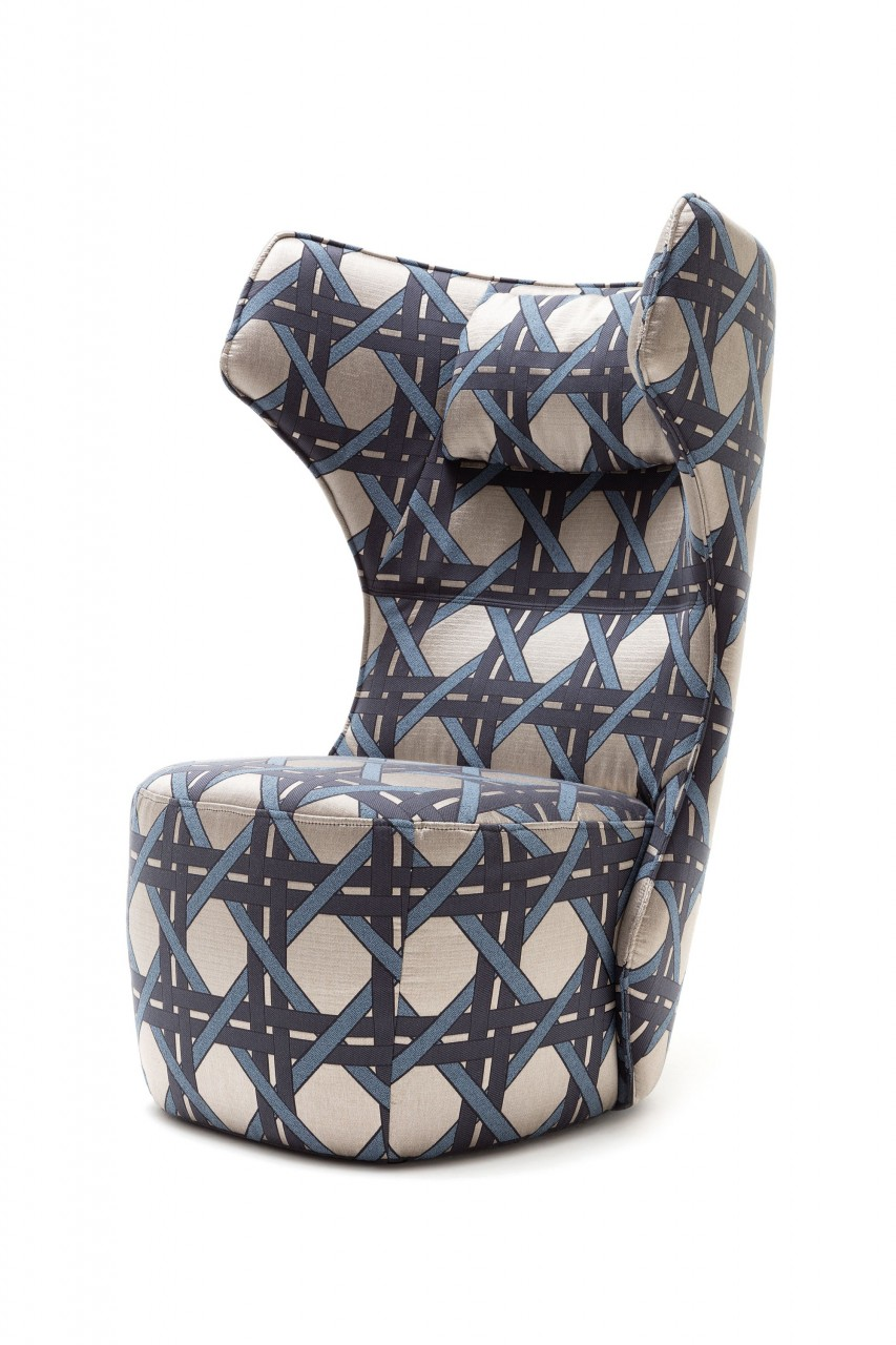 freistil 149 ROLF BENZ Hochlehn Sessel in Stoff graublau vom Designer Dawid Tomaszewski