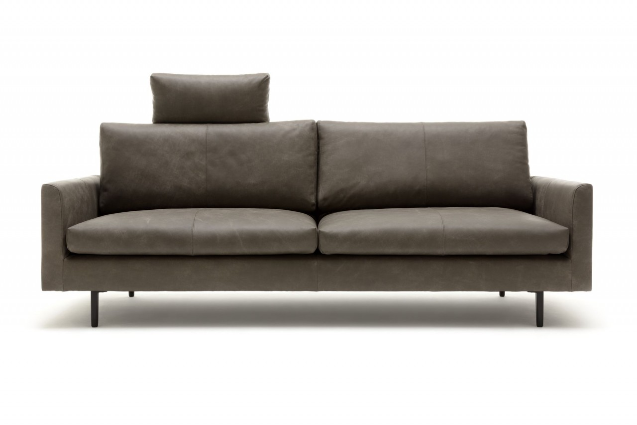 freistil 134 Sofa in Leder Vintage braungrau mit schwarzen Winkelfüßen