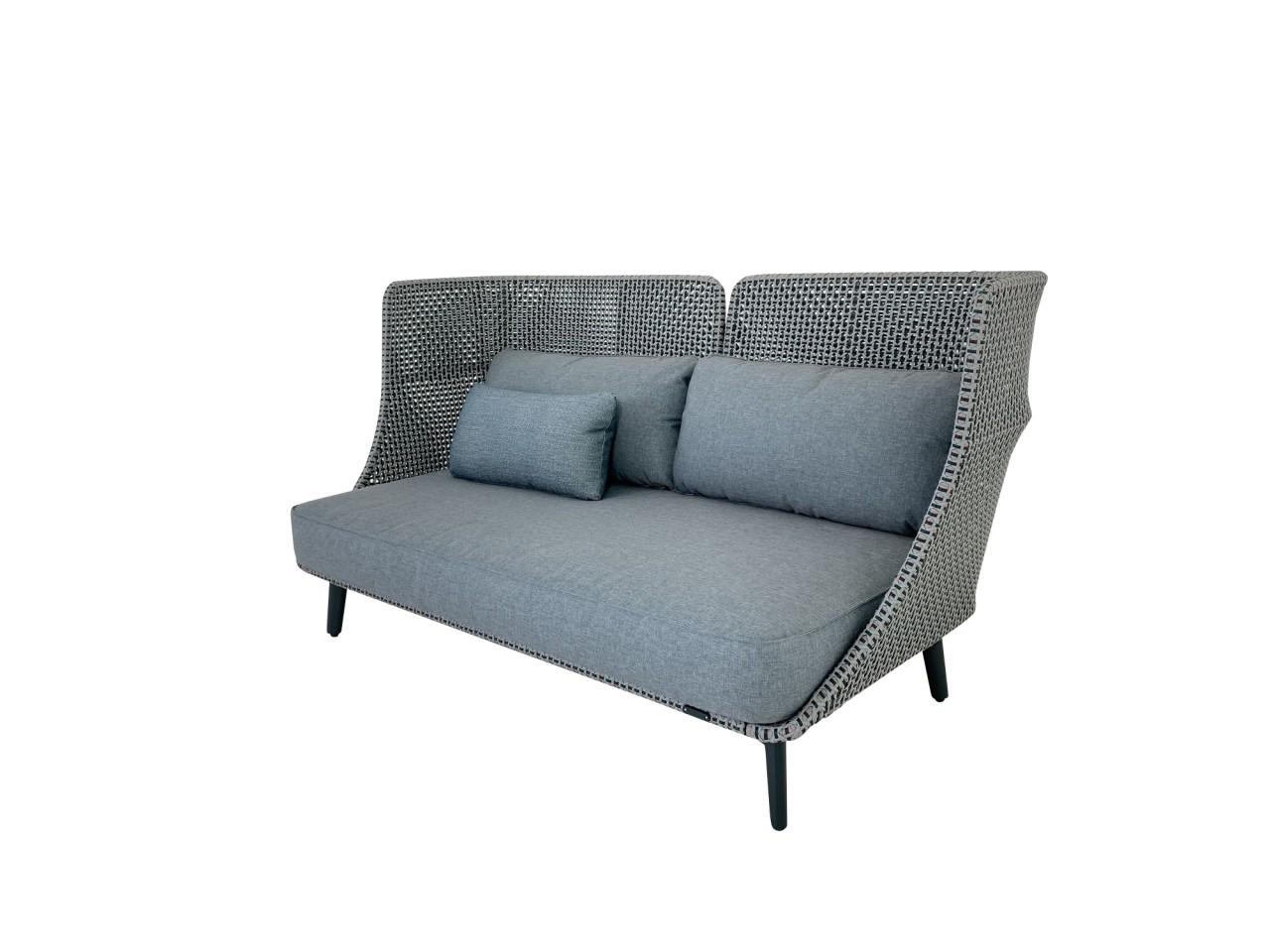 DEDON MBARQ Sofa mit hoher Rückenlehne in baltic mit Kissenset in dark turquoise sowie Zusatzkissen-