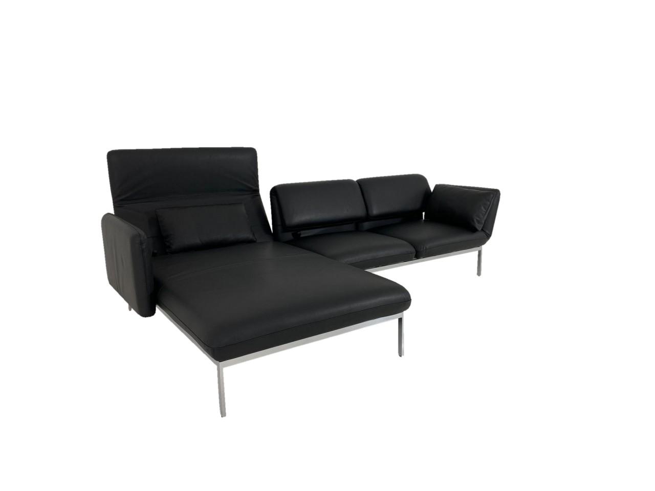 Brühl RORO medium Sofa mit XL Recamiere in Jumbo Leder schwarz mit Gestell verchromt glänzend