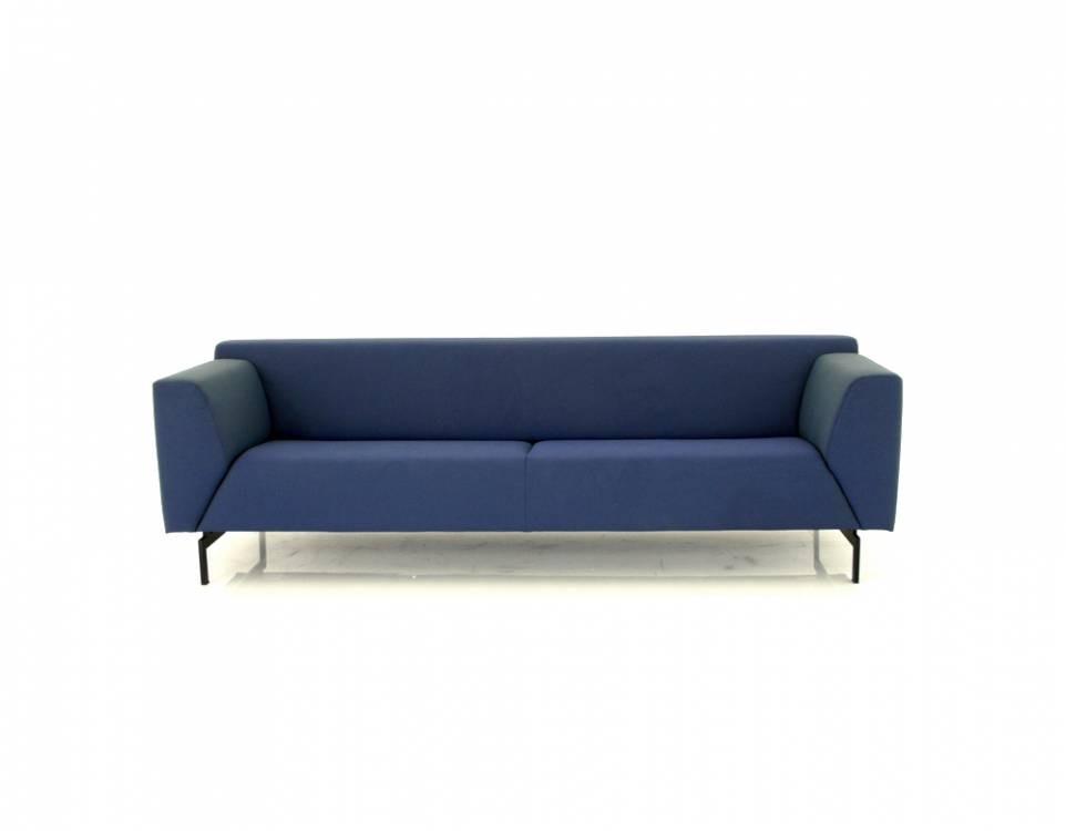 ROLF BENZ 318 LINEA Sofa in Stoff blauviolett mit schwarzen Kufen
