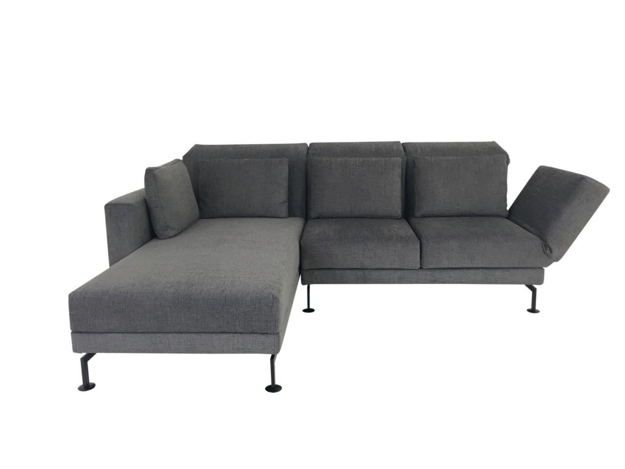Brühl MOULE small Sofa mit Recamiere im samtigweichen Stoff grau mit Kissen und Relaxfunktionen