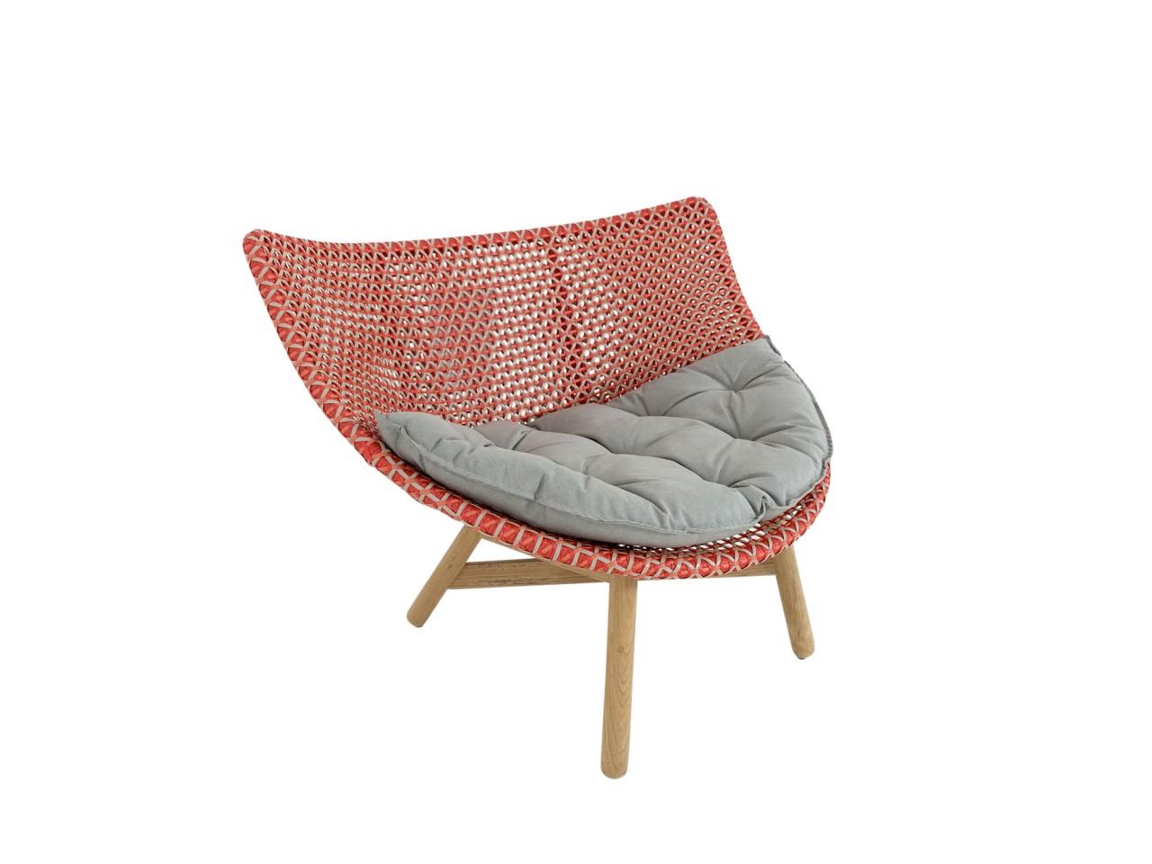 DEDON MBRACE LOUNGE CHAIR Sessel mit niedriger Lehne in spice mit Sitzkissen im Stoff cool taupe