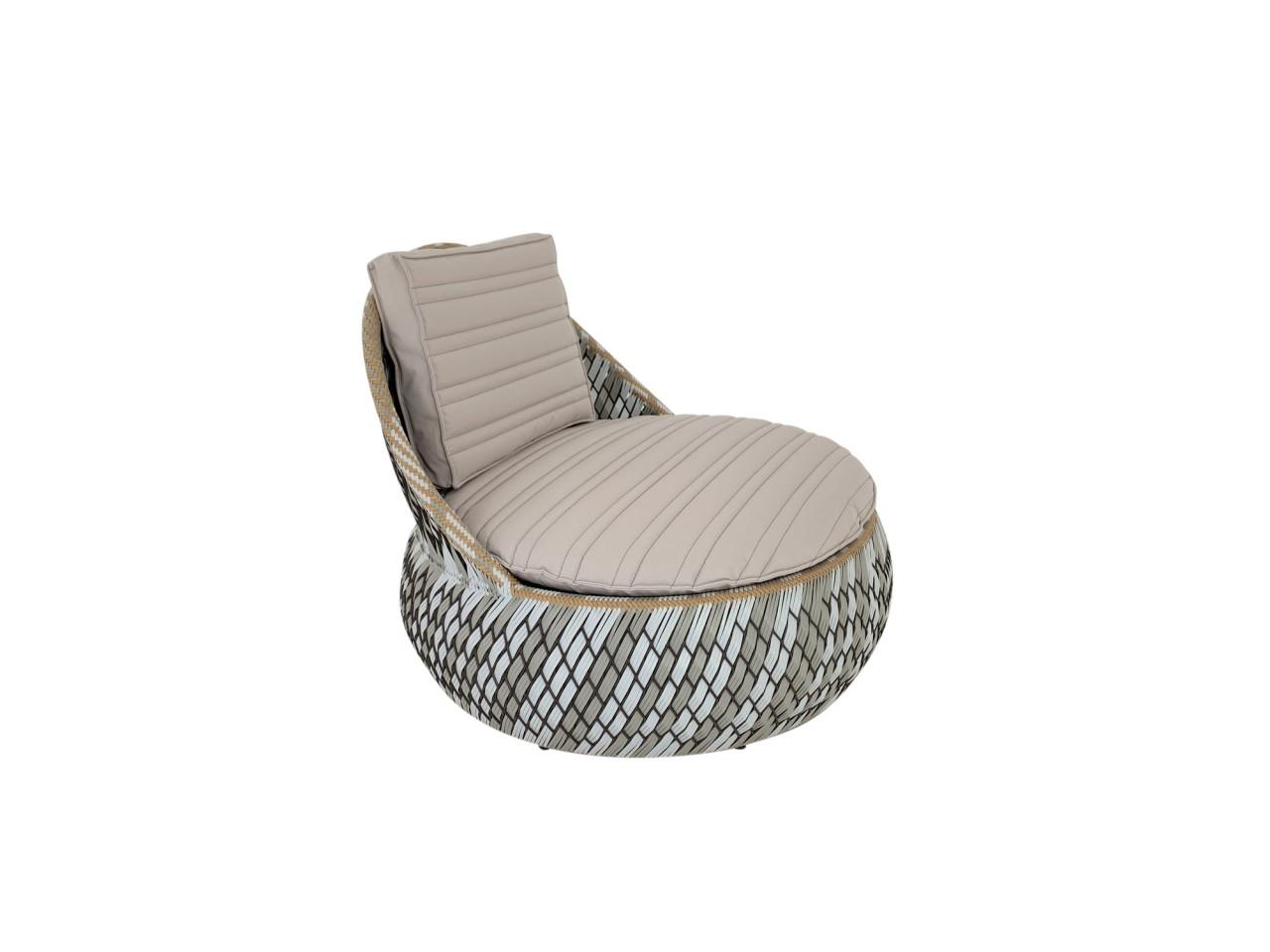 DEDON DALA LOUNGE CHAIR in der Farbe stone mit passenden Sitz- und Rückenkissen in noisette
