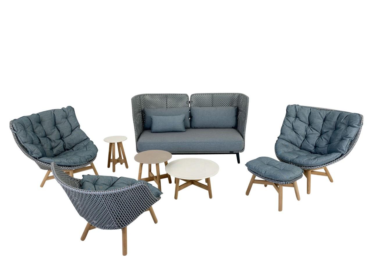 DEDON MBARQ Sofa und DEDON MBRACE Sessel in baltic mit Polstern im Set mit passenden MBRACE Tischen