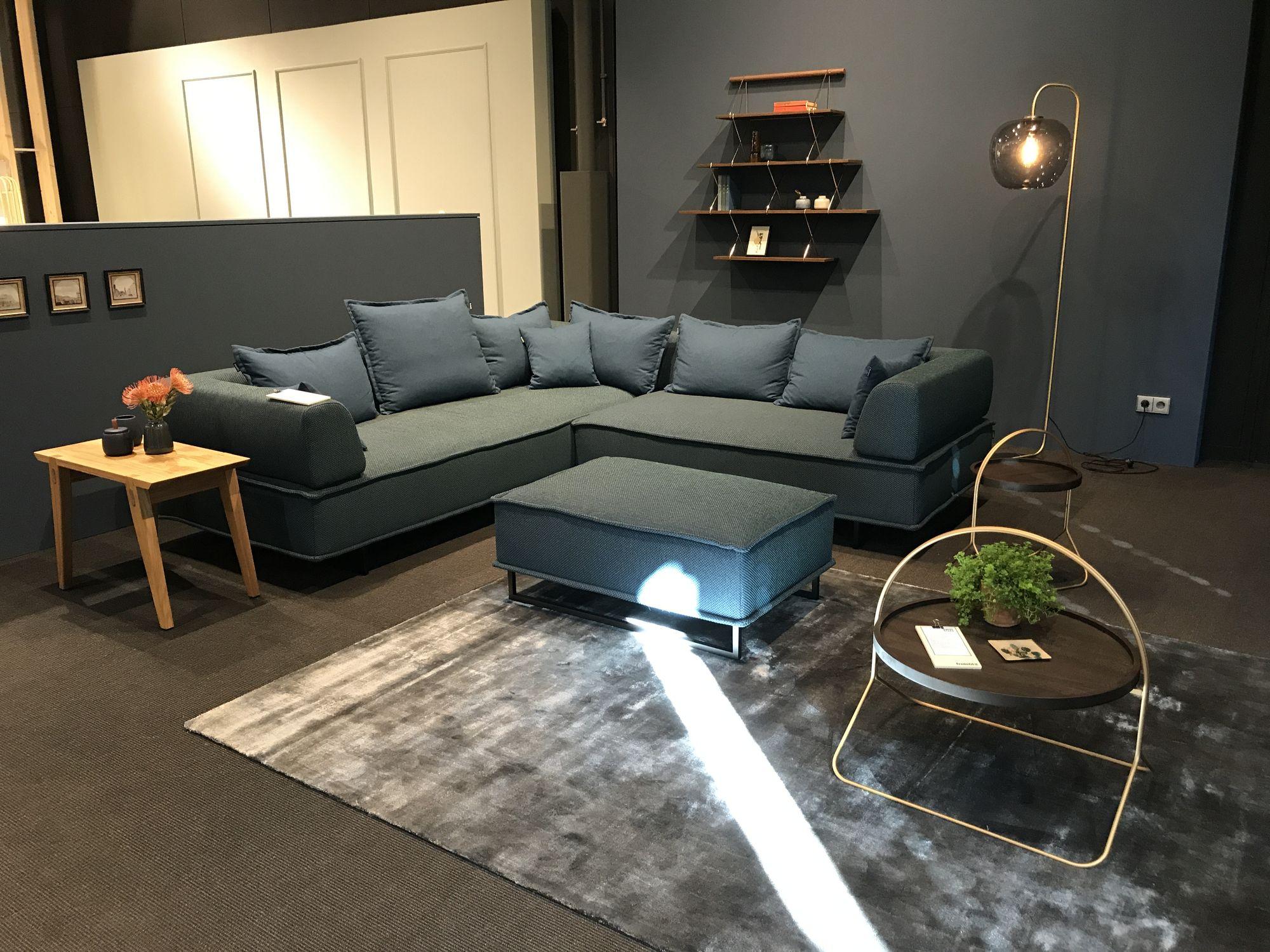 freistil 144 rolf benz ecksofa in stoff azurblau und vielen kissen freistil 144 freistil. Black Bedroom Furniture Sets. Home Design Ideas