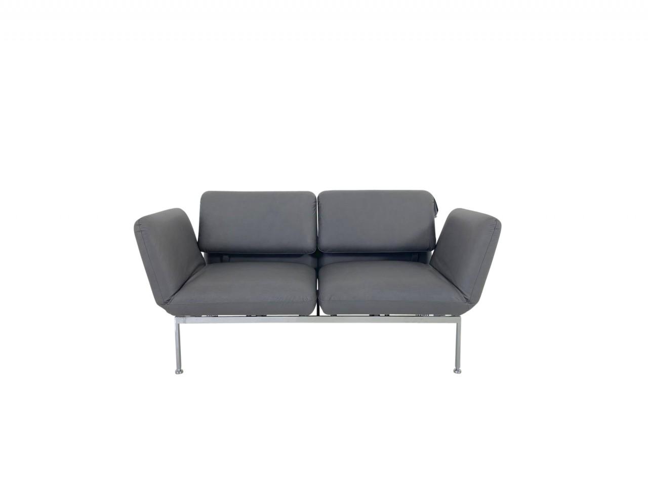 Brühl Roro small Sofa 2 im edlen Gaucho Leder grau mit verchromten Gestell und Rollen hinten