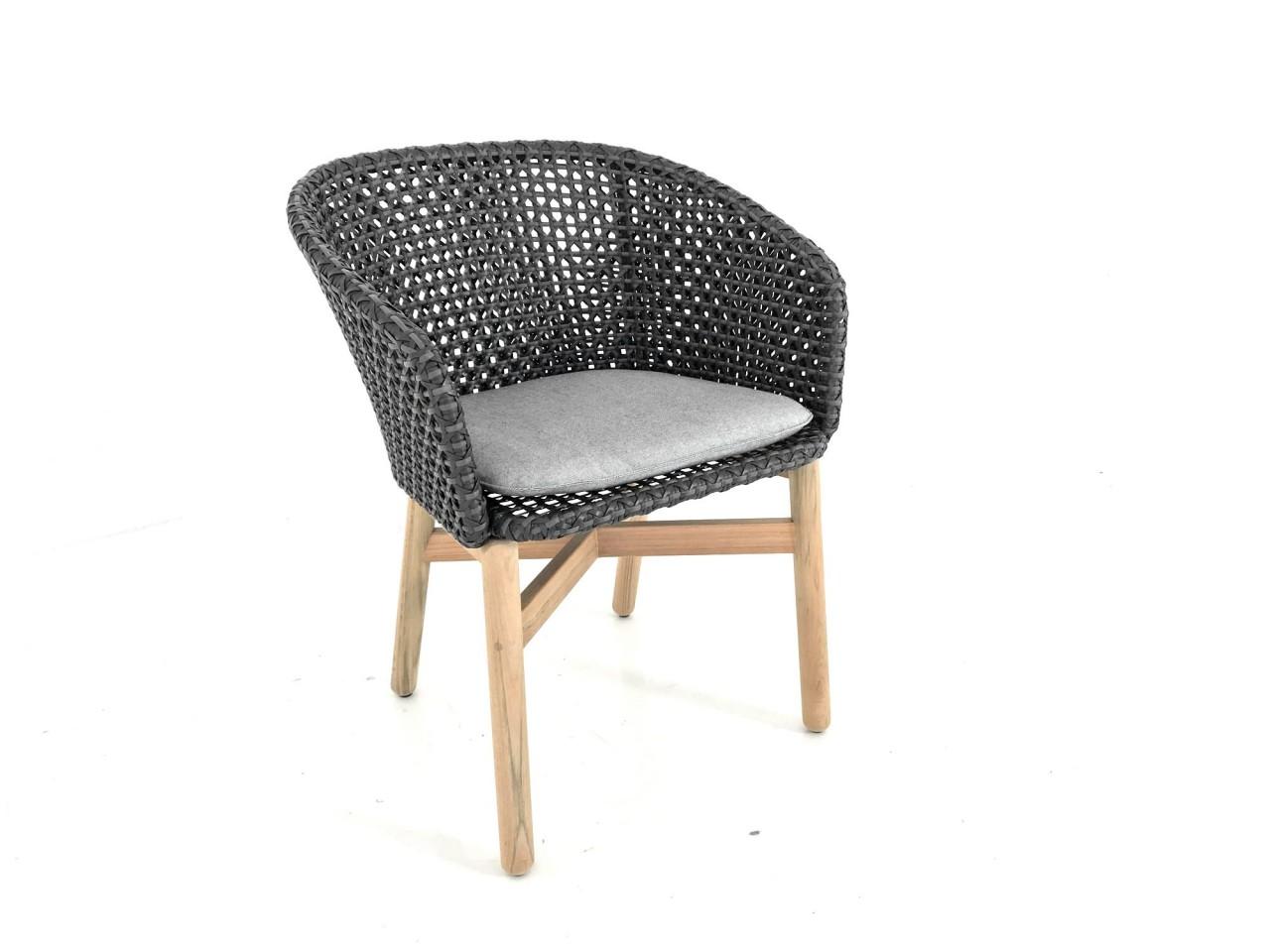 Dedon MBRACE ARMCHAIR Armlehnstuhl in der Farbe arabica mit Sitzkissen im Stoff 458 cool ash