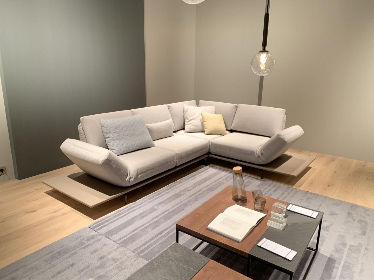 rolf benz aura ecksofa mit plattform in leder und drehsitzen in edlen stoffbezug rolf benz. Black Bedroom Furniture Sets. Home Design Ideas