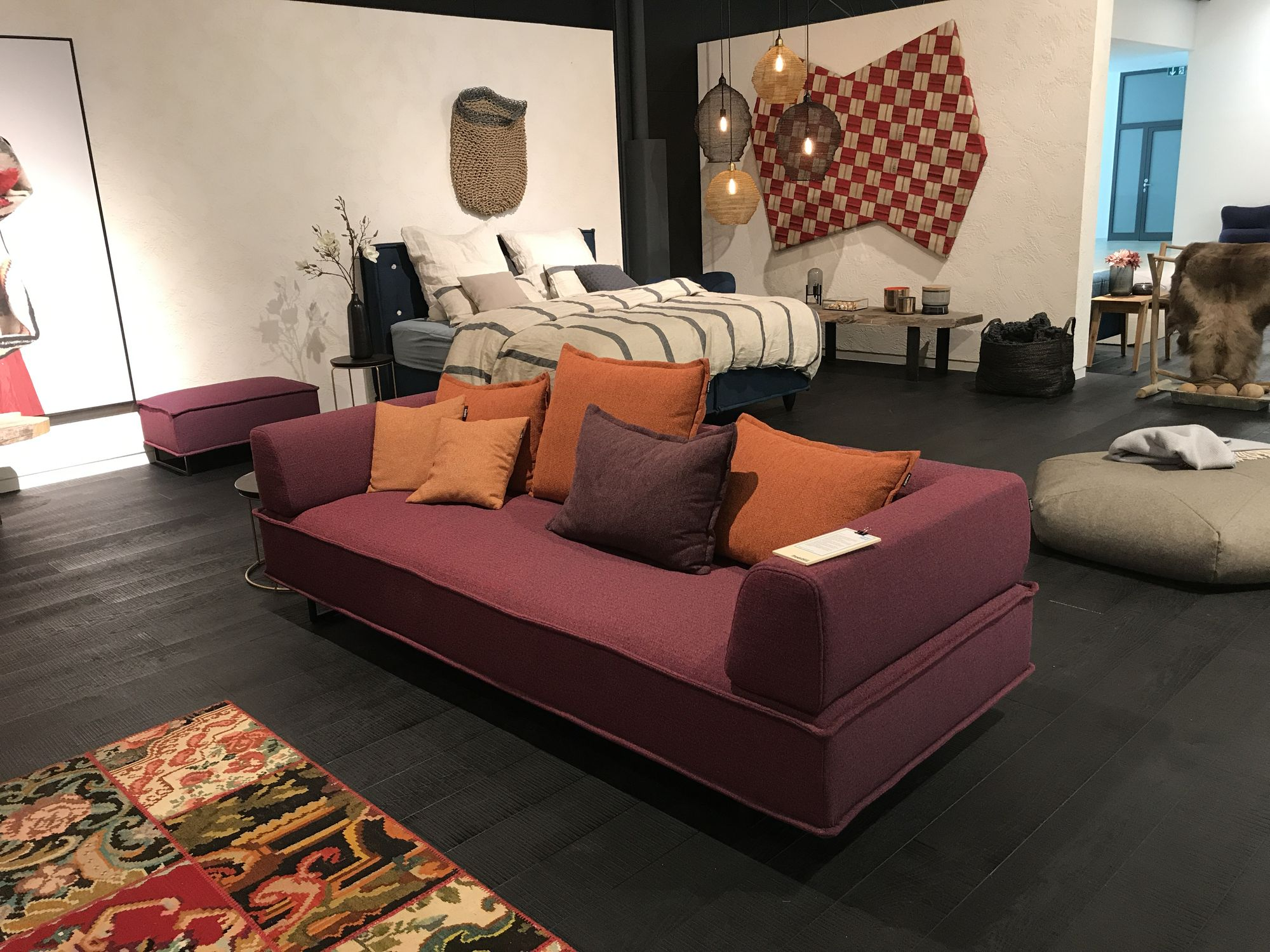 freistil 144 rolf benz sofa in stoff in der farbe violett. Black Bedroom Furniture Sets. Home Design Ideas
