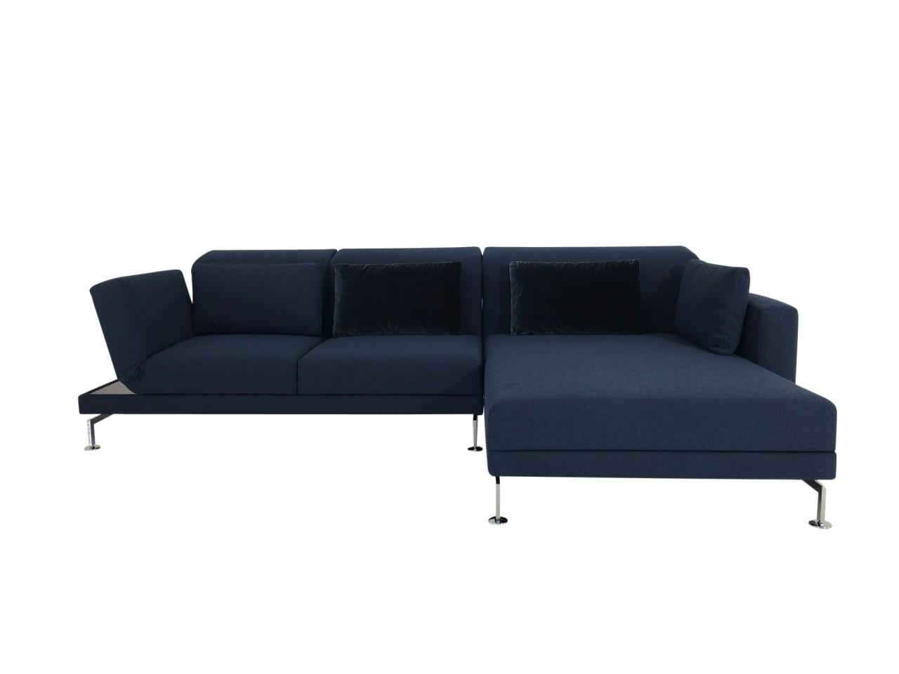 Brühl MOULE MEDIUM Sofa mit XL Longchair rechts in Stoff dunkelblau mit akzentuierten Kissen und Abl