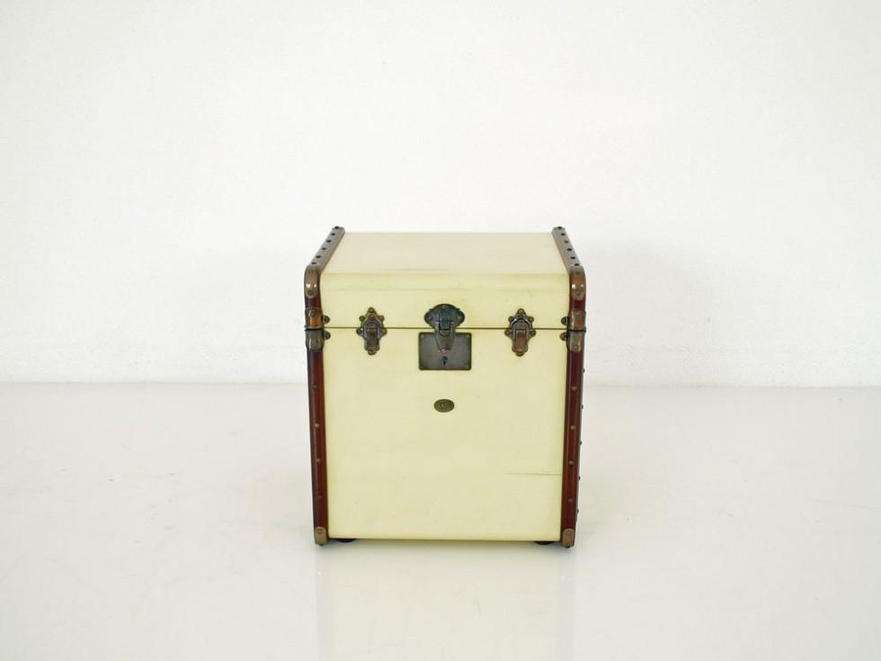 Authentic Models MF079 Stateroom Truhe als Beistelltisch mit aufklappbarer Ablage nach historischen