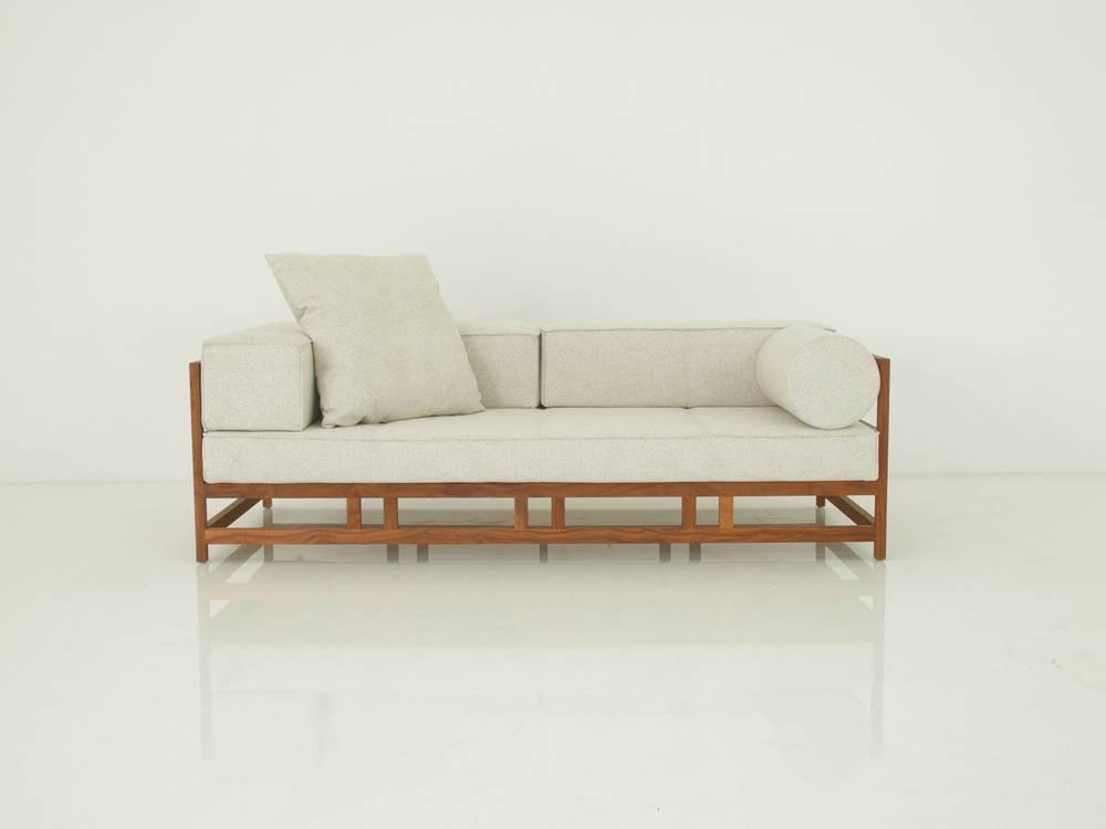 Brühl EASY PIECES Sofa in Nussbaum massiv mit Stoff offwhite